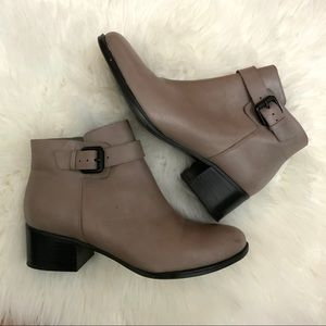 Naturalizer Dora Grey Tan Ankle Boots 8 1/2